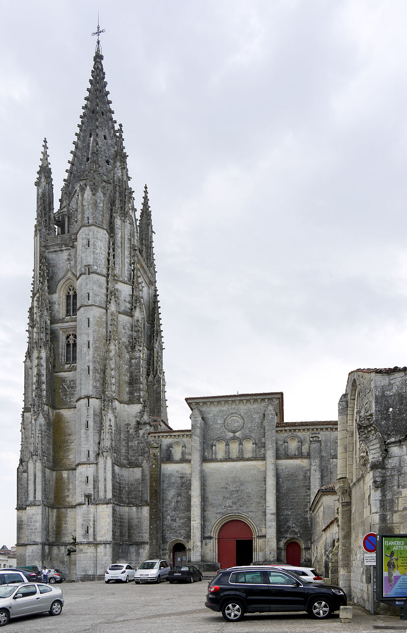 Saintes Eglise Saint Eutrope-View.jpg