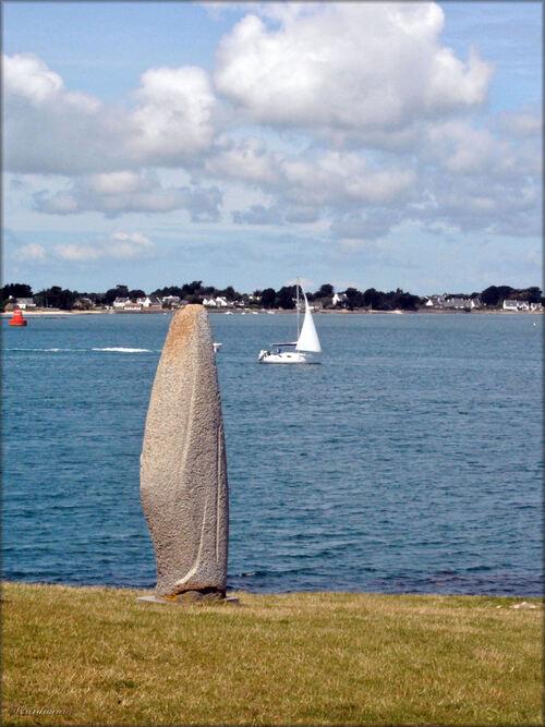 Photo du menhir de la Pointe de Bilgroix, Morbihan