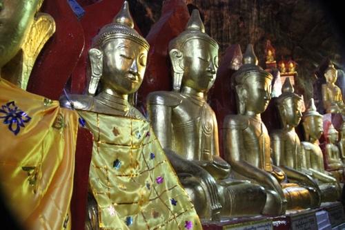 La grotte Shwe O Min (Pindaya)