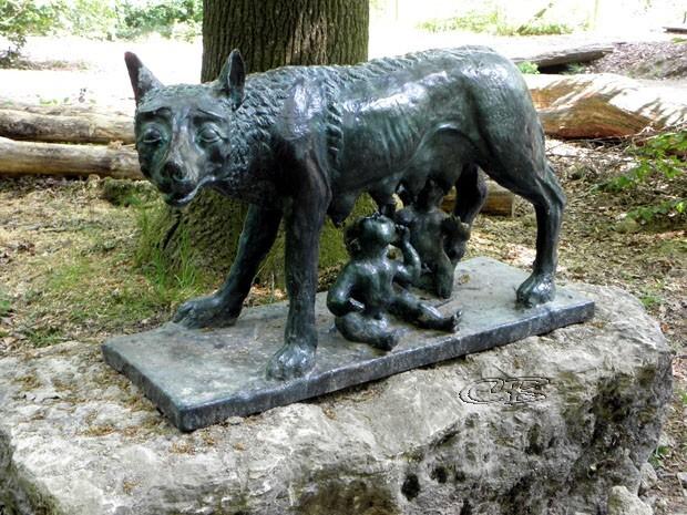 Ste-Croix sculpture Louve Romulus et Remus