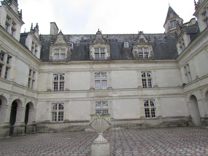 L'INTERIEUR DU CHATEAU DE VILLANDRY . 37510  . INDRE ET LOIR .   1/2