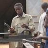 Burkina Banfora Préparation de la pièce pour l'échappement