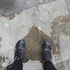 Il pleut à Londres, voici ma 3ème paire de chaussure acheté sur place pour cause d'ampoules, girl