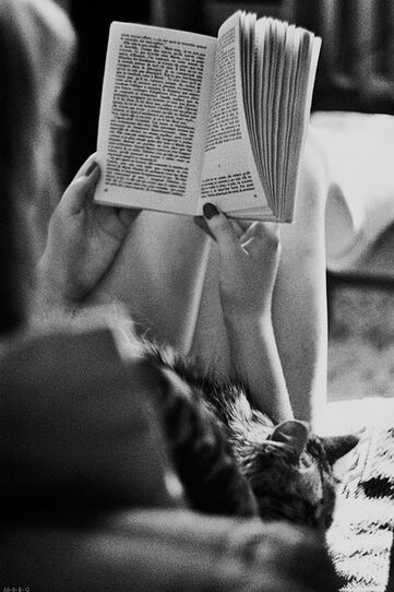 02- Jeunes filles lisant - A la maison