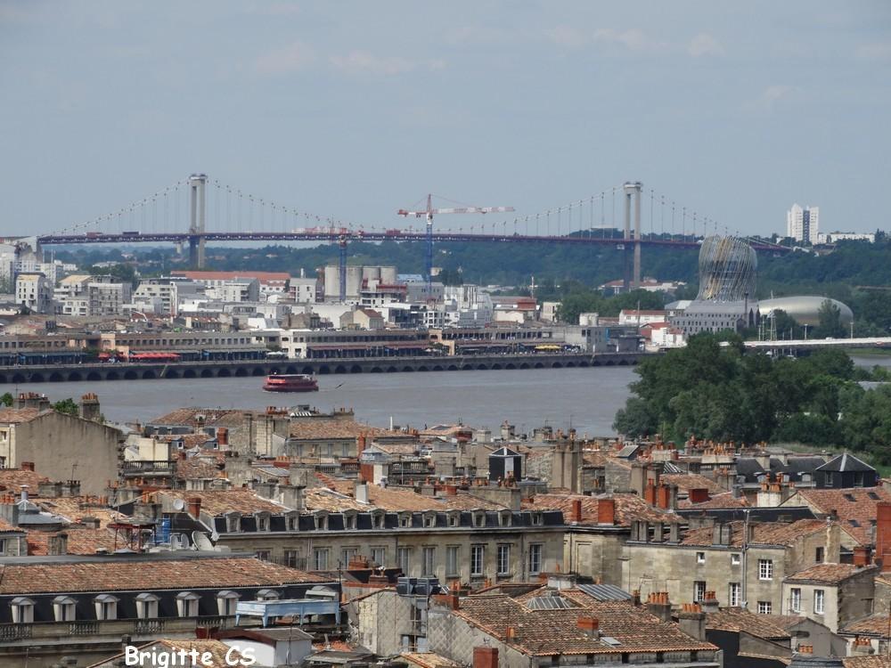 La tour Pey-Berland : vue sur le Port de la Lune et la Garonne...