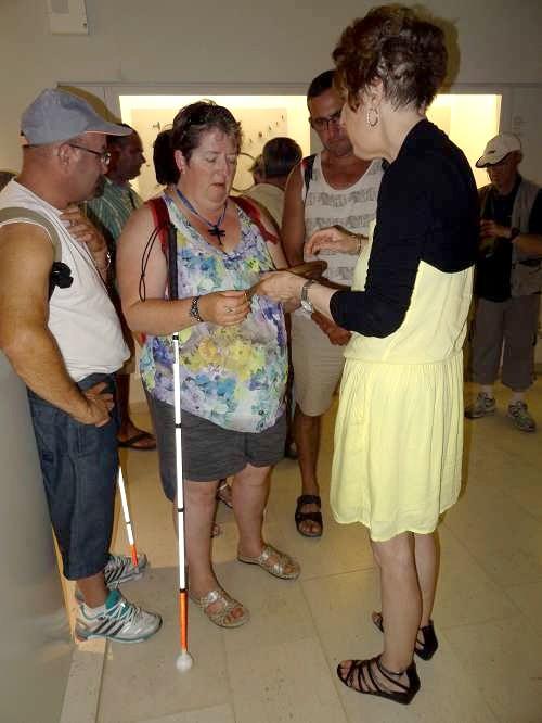 Un groupe de malvoyants a visité le Musée du Pays Châtillonnais-Trésor de Vix...
