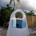 Les Trois-Îlets - Petit Oratoire sur la Plage de l'Anse-à-l'Âne - Photo : Michaël