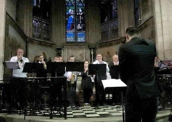 L'Ecole Municipale de Musique de Châtillon sur Seine a interprété  des airs de Noël dans l'église Saint Nicolas ..