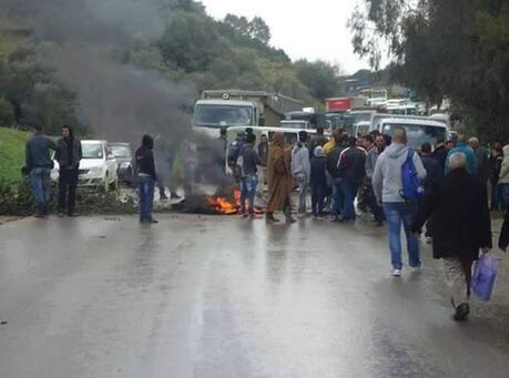 La RN 26 fermée à la circulation par des citoyens à Rmila (Béjaia)