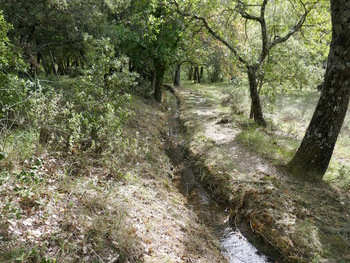 Traversée du canal avant la ferme du Haut-Latay