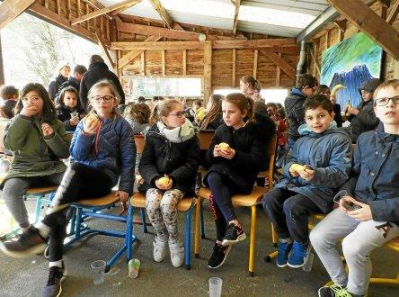 180 enfants ont partagé le repas solidaire.
