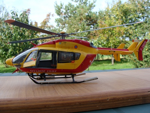 Maquette helicoptere 1 32 for Helicoptere interieur