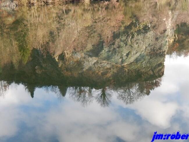 """L'eau: Quand les reflets deviennent """"Architecte en image virtuelle inversé"""""""