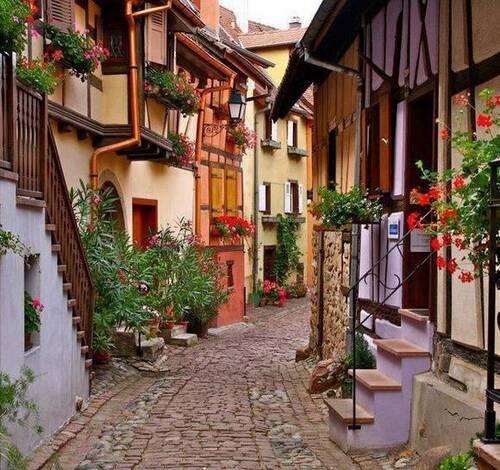De magnifiques rues dans le Monde