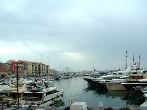 La Côte d'Azur:Un quartier de Nice et son port