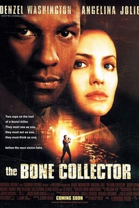 Bone Collector (The Bone collector) : Lyncoln Rhyme, ex-brillant criminologue paralysé à vie suite à un accident, se retrouve melé, bien malgré lui, à une nouvelle affaire de meurtres. Aidé dans sa tâche par Amelia Donaghy, une jeune recrue qui devient pour les besoins de l'enquête ses yeux et ses jambes, il doit à tout prix examiner chaque indice laissé par l'assassin pour pouvoir prédire où et quand se produiront les prochains crimes... ..... ----- ..... Origine : États-Unis Réalisation : Phillip Noyce Durée : 01h58 Acteur(s) : Angelina Jolie, Denzel Washington, Queen Latifah, Michael Rooker, Luis Guzman Genre : Policier, Thriller Date de sortie : 1999