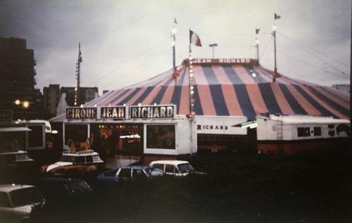 le soir tombe sur le cirque Jean Richard ( archives Jean Arnaud)