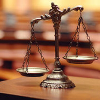 LE GRAND MAITRE MARABOUT SAKA QUI FAIT SORTIE DE PRISON RAPIDEMENT