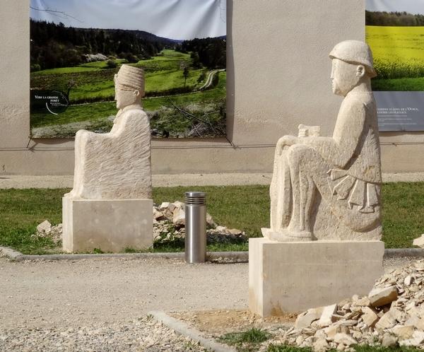 Les sculptures d'Eric de Laclos ont inspiré Michel Lagrange....