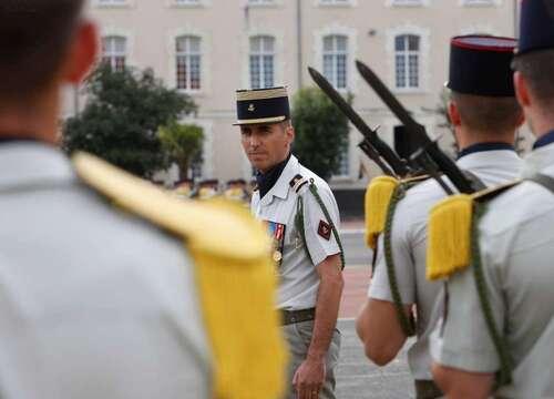 * Passation de commandement au 1er Régiment d'infanterie marine d'Angoulême.