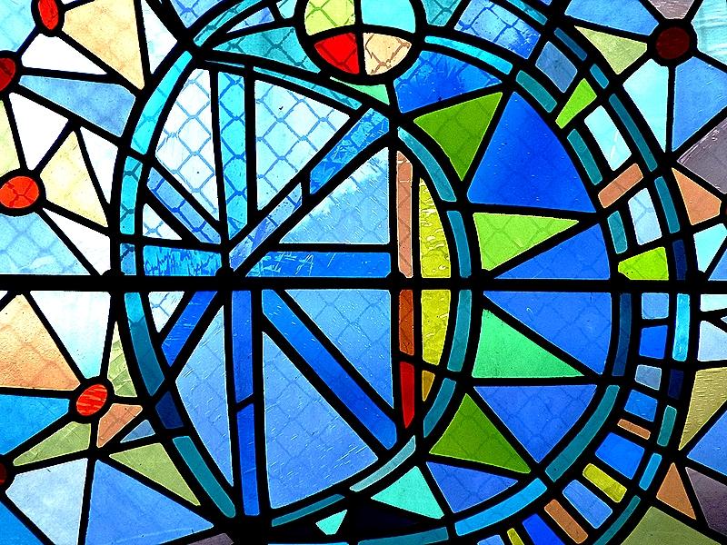 Metz / Les vitraux de Jean Cocteau à Saint-Maximin 1 / 2...