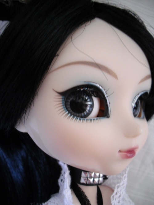 Eyeships Naomi