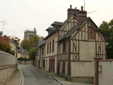 "Le Bec-Helloin, labellisé ""plus beau village de France""."