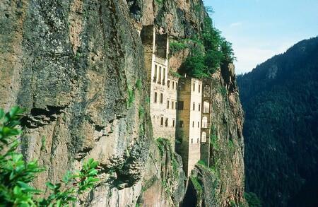 Contemplez la magnificence du monastère de Sumela