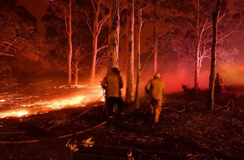 Incendies en Australie : des milliers de personnes piégées sur des plages, l'armée en renfort