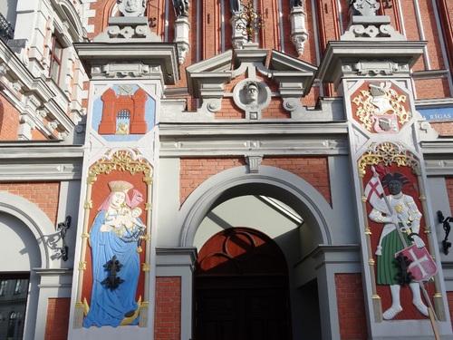 Riga: la Maison des Têtes Noires et l'église Zaint Pierre (photos)