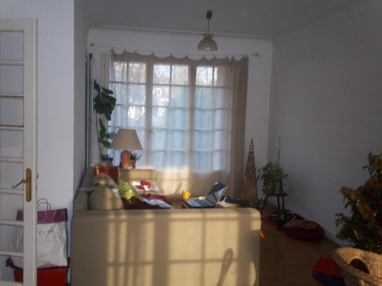 Salon Traversant Avec Biblioth Que Sur Mesure En Bois Blanc  # Bibliotheque Sur Mesure Salon