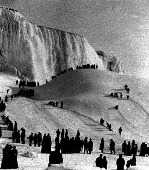 Peu de gens ont vu les chutes du Niagara Gelées!