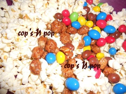 Maison en popcorn, bonbons et gâteau
