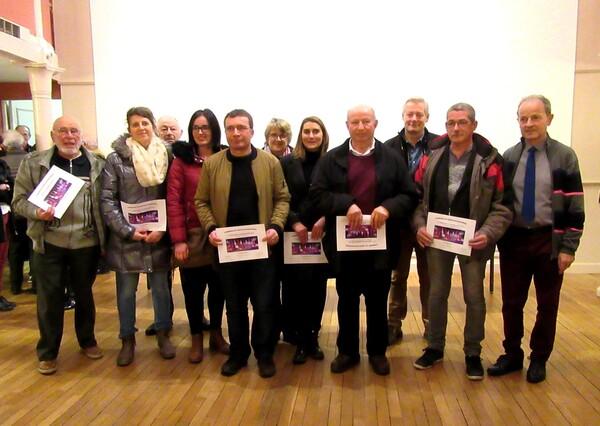 Remise des prix par la Municipalité de Châtillon sur Seine aux habitants qui ont décoré leurs habitations pour les Fêtes de fin d'année 2017
