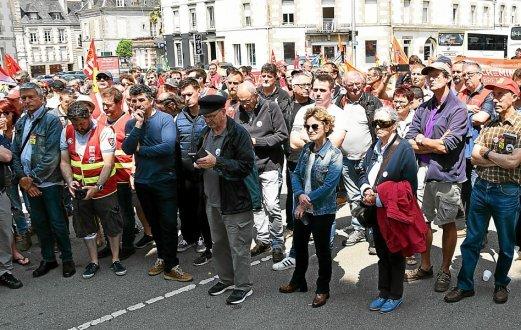 200 personnes, syndicalistes, élus, simples citoyens étaient réunis, ce mardi, sur le parking de la gare.