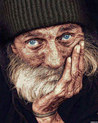 """""""Seuls les yeux ne vieillissent jamais : l'âge passe et ne touche pas le regard."""" - Tahar Ben Jelloun."""