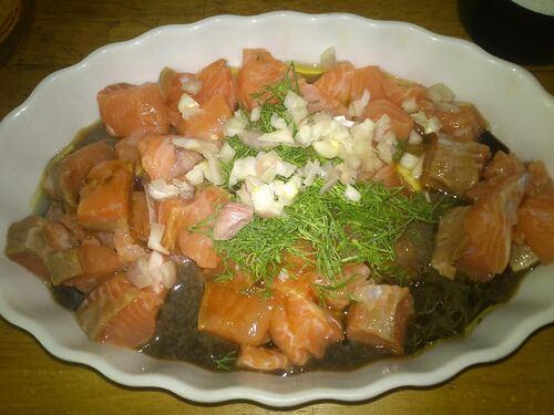Un petit tartare de saumon cru mariné, pour une entrée pleine de saveur