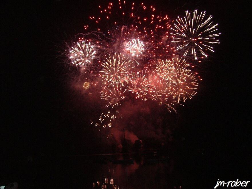 Le 9 Août 2012  « la Saint Amour en Limousin (1) » C'était le rendez-vous annuel incontournable sur la plage d'Auphelle  au lac de Vassiviére et tard dans la nuit