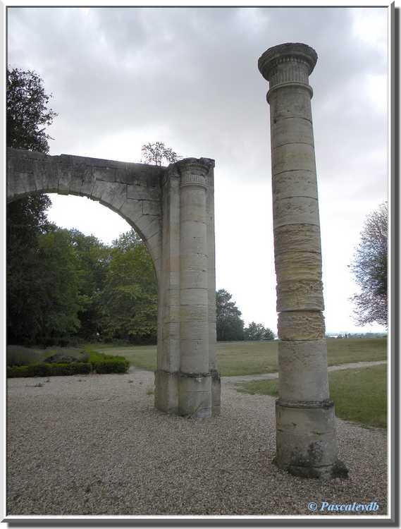 Château du Bouilh - la colonnade