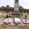 foameix dans cimetière avec carré