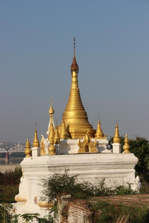 Ava : le monastère Maha Aung Mye Bon Zan