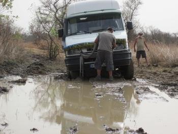 Bénin Parc de la Pendjari Iveco planté dans la boue