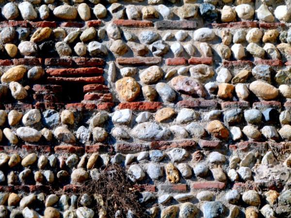 T05---Mur-briques-et-galets.JPG