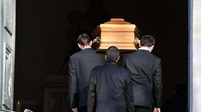 Commissions illégales, contrats douteux... Les arnaques du marché des obsèques