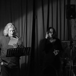 Duo complice : Patrick Dubost en  voix & Brigitte Baumié en langue des signes