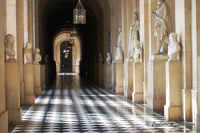 Par l'escalier de la reine, entrons au Château de Versailles