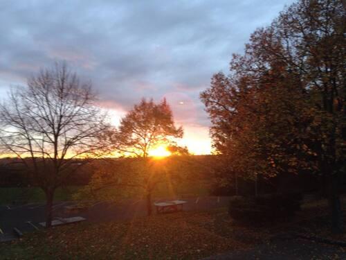 Lever de soleil d'automne au lycée Jacques Prévert de Longjumeau