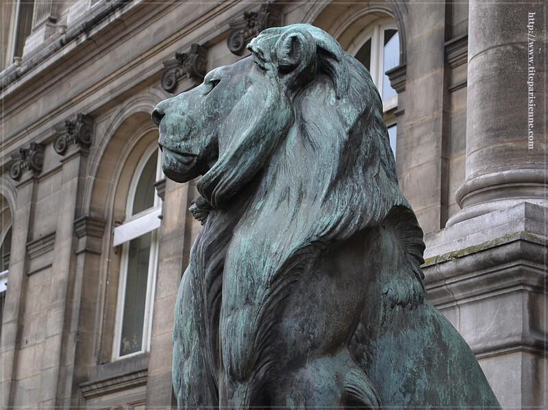 Les lions de l'Hôtel de Ville de Paris