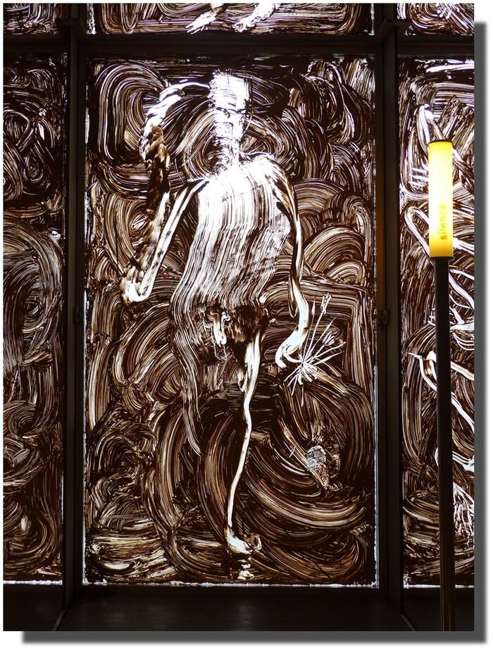 """Barcelo, tirant une partie de son inspiration de l'art rupestre, nous propose, à l'instar de nos ancêtres des cavernes, un dessin animé ! (voir l'élucubration détaillée photo suivante) A ce propos, à la question toujours sans réponse : """"Mais pourquoi allaient-ils faire leurs peintures au fin fond des grottes, là où il faisit complètement noir et où personne ne pouvait les voir ?"""" j'ai une réponse en intime conviction : c'était là leurs salles obscures, où un opérateur (au lieu de feuilleter un flipbook par exemple) marchait muni d'une torche devant les fresques et leur faisait du cinéma ! Les hommes ont toujours aimé raconter leurs prouesses à la chasse ! Tout de même, je les imagine assis devant """" l'écran"""", trop cool nos ancêtres ;-)))"""