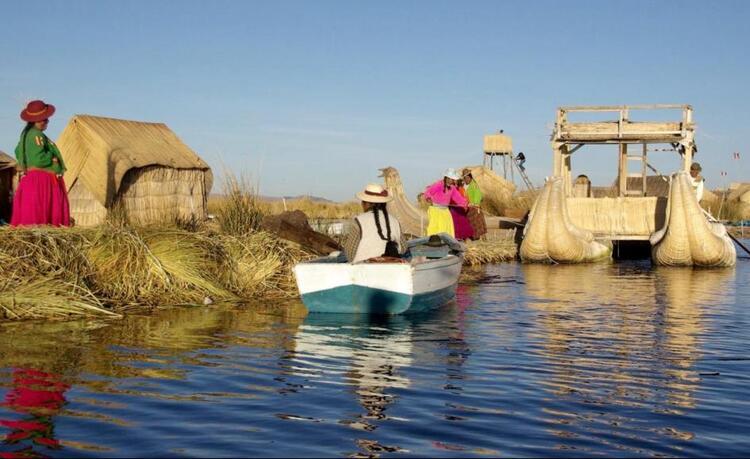 Images du monde : Les îles flottantes du lac Titicaca